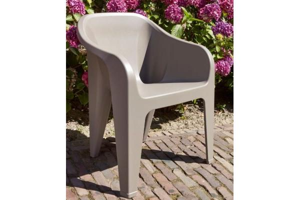 Voir almeria chaise empilable cappuccino with table et for Table exterieur vima